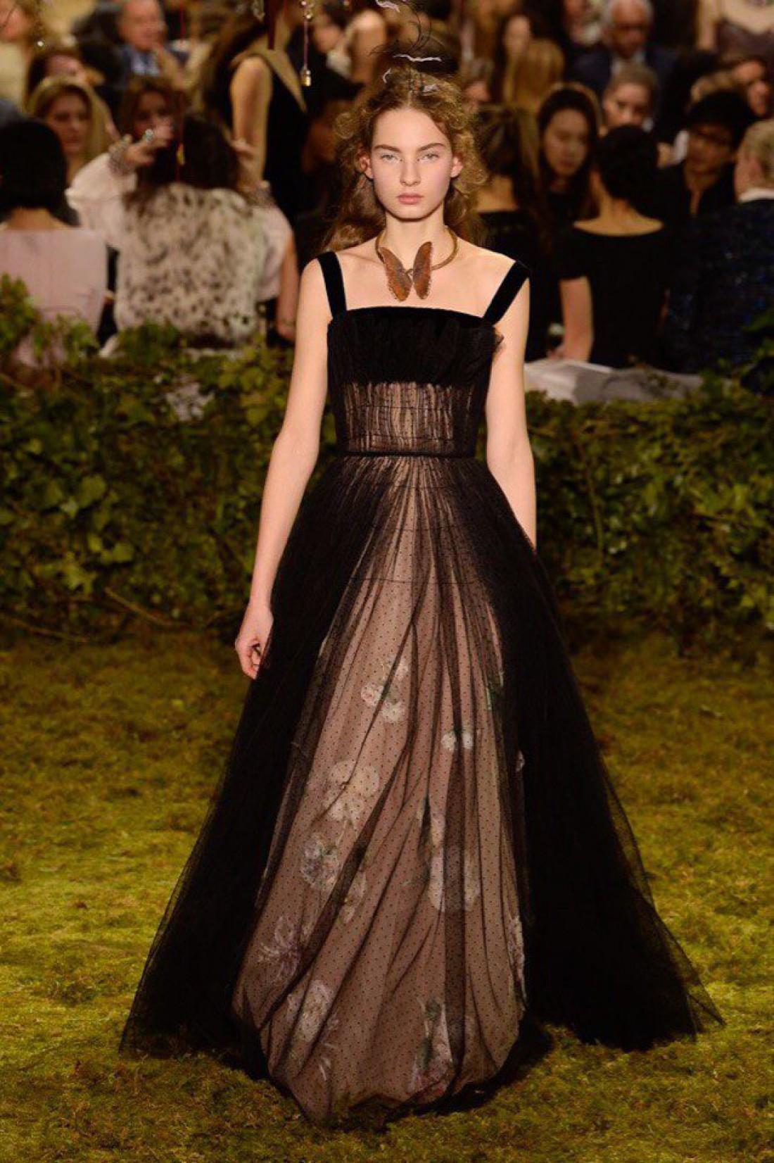 Украинская модель Женя Мигович на показе Dior