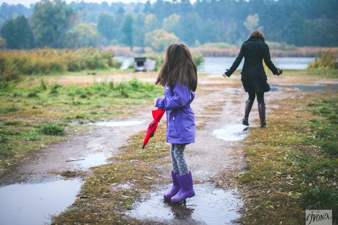 Аня учит дочь Полину выбирать полезные продукты с детства