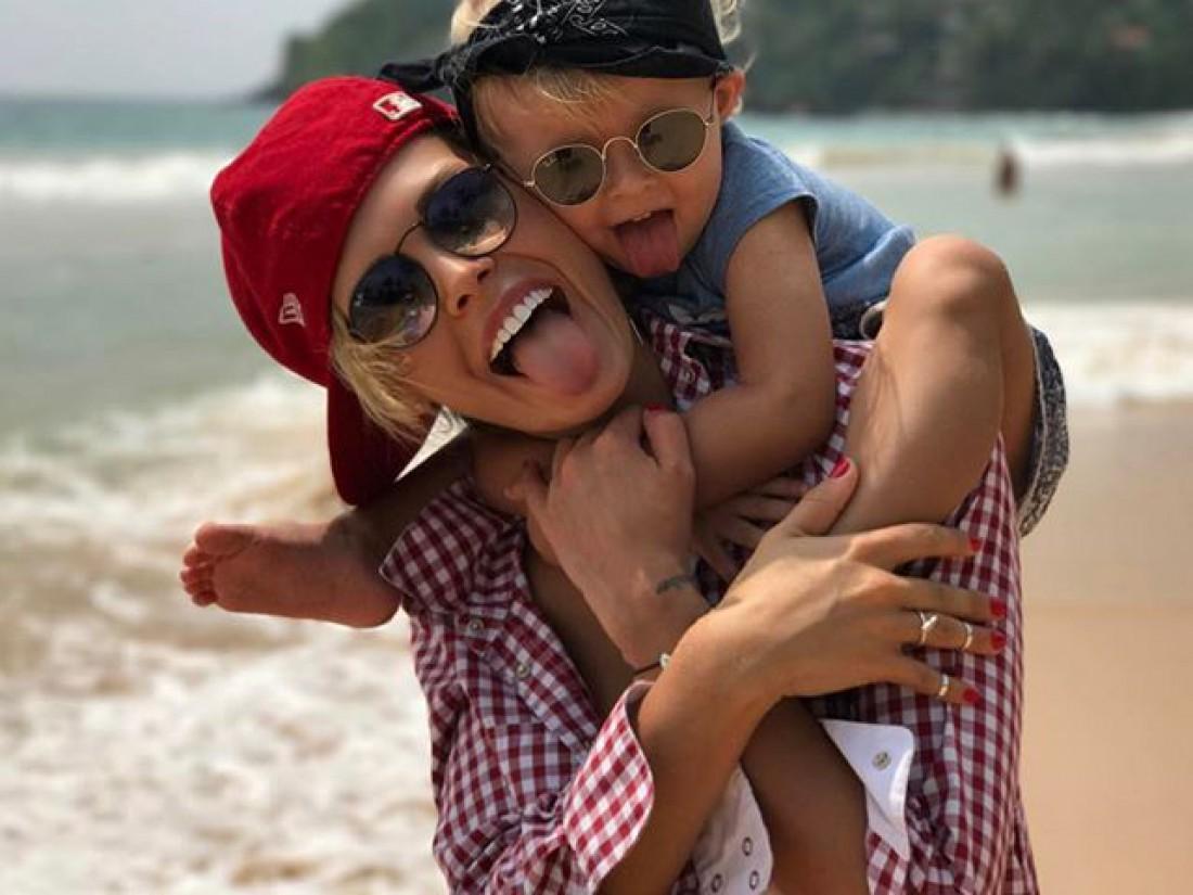 Дочка и мама веселятся на Шри-Ланке