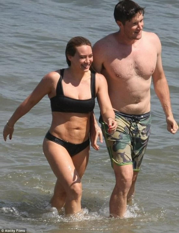 Хилари Дафф и Эли Сандвик на пляже Малибу