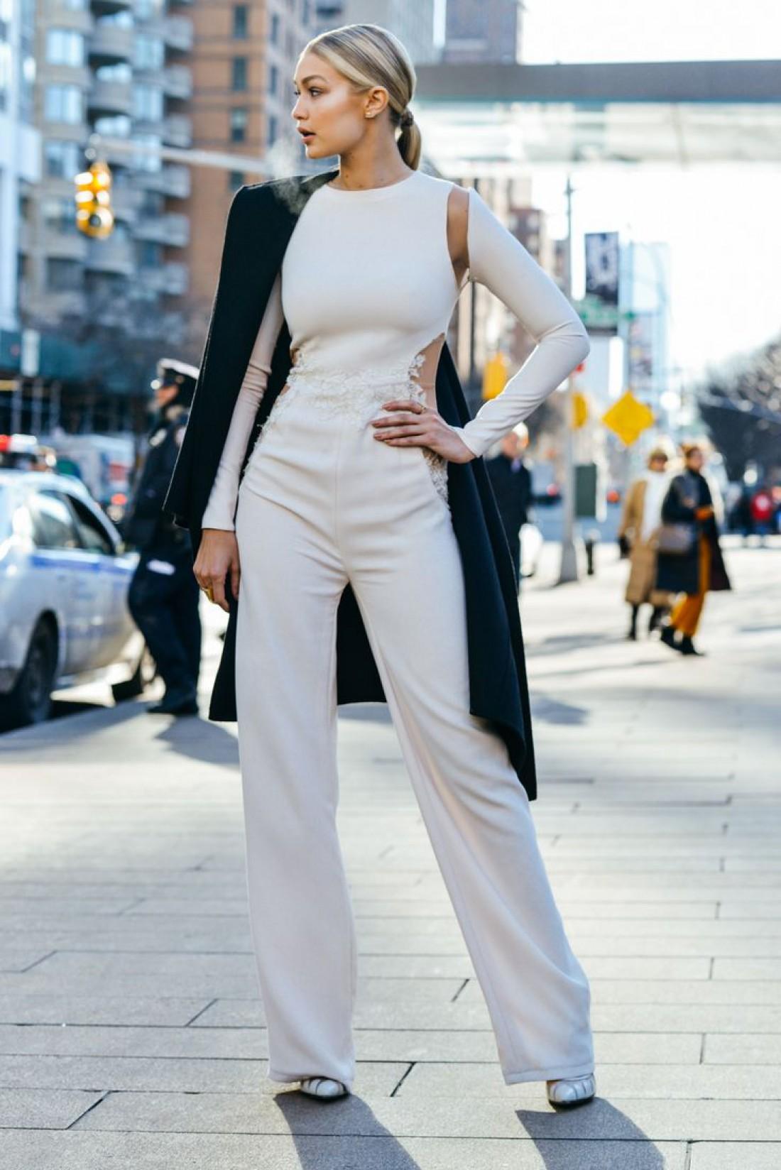 Как носить белый цвет осенью: способ № 3