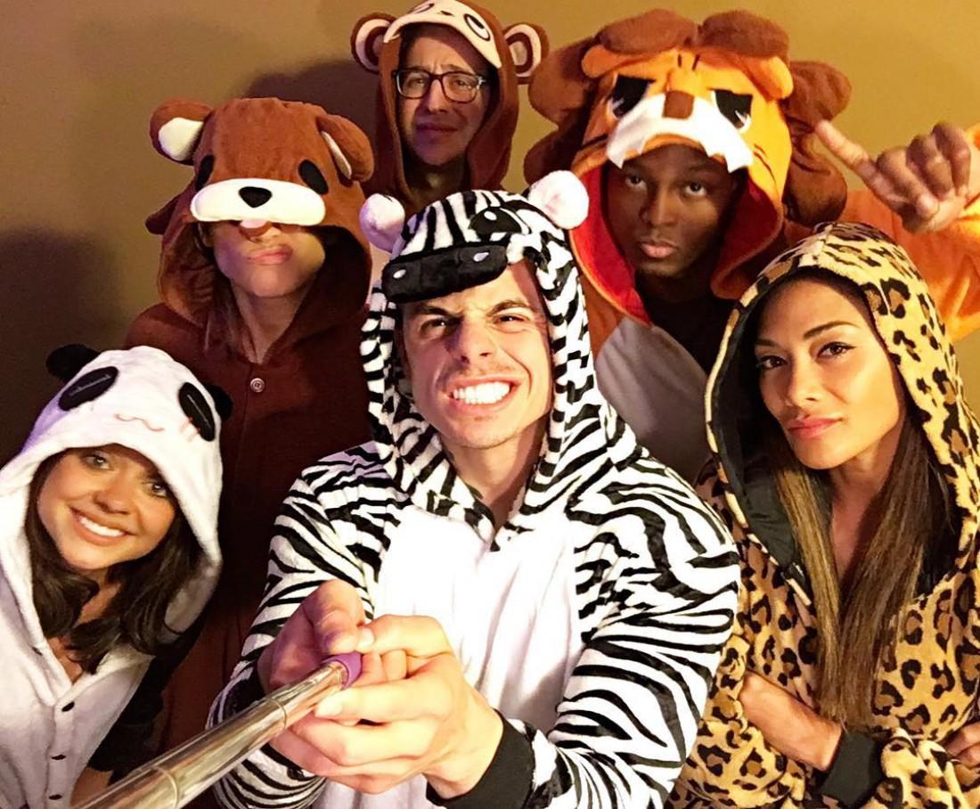 Звездная вечеринка в костюмах животных