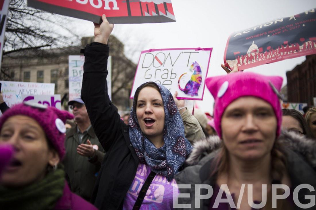Розовые шапки стали символом протеста