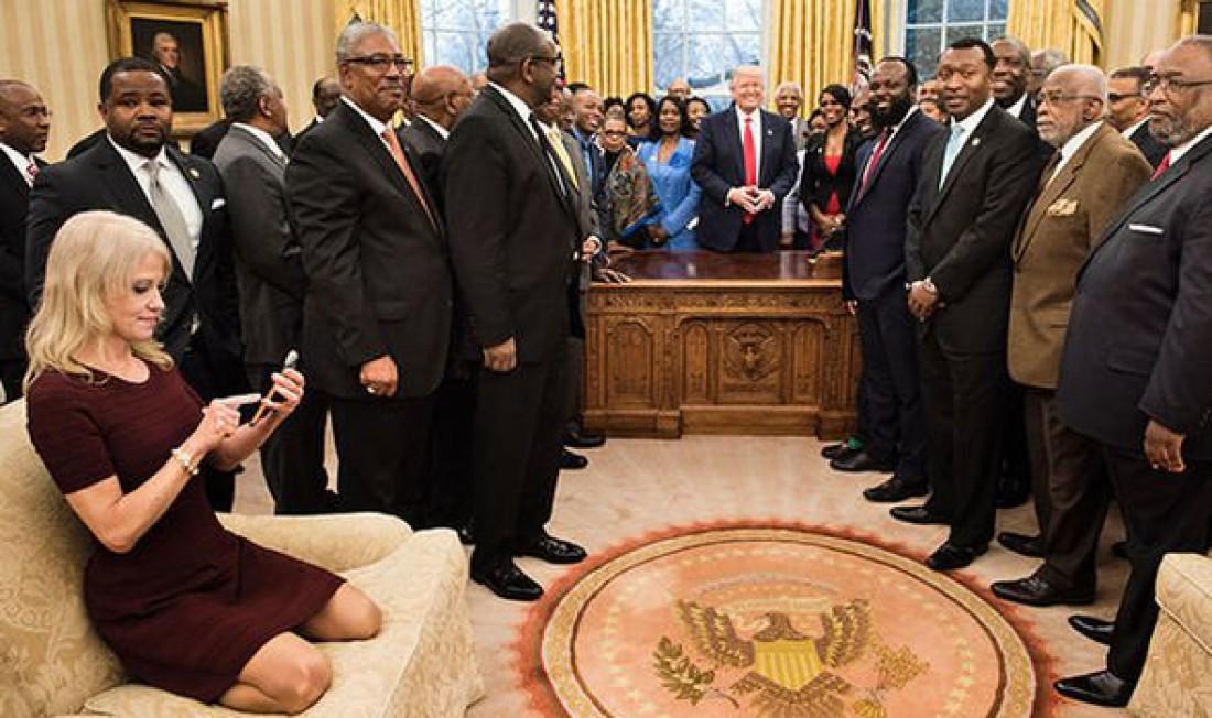 Келлиэнн Конуэй на официальной встрече в Белом доме