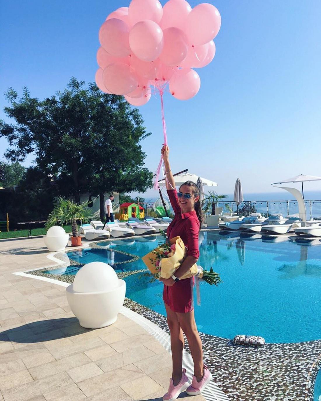 Алена Лесик празднует день рождения