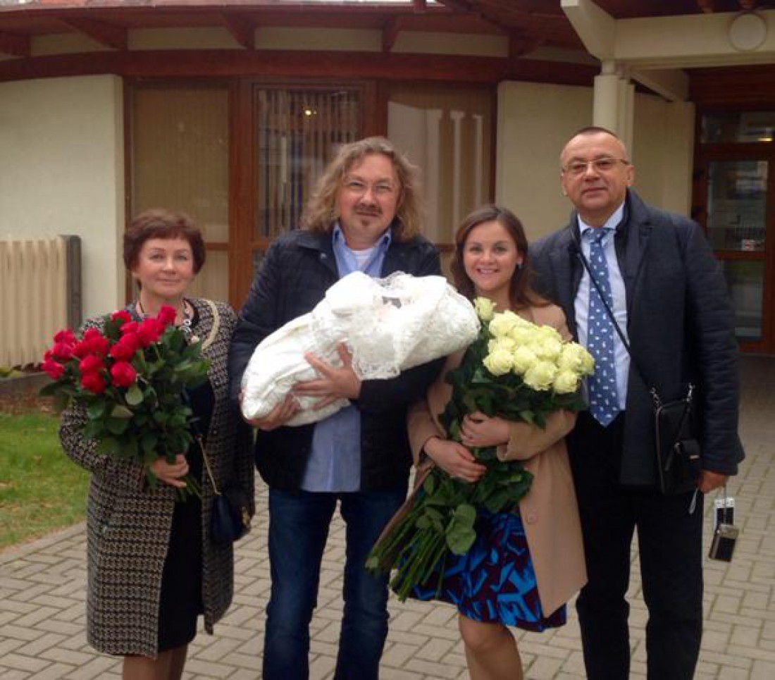 Юлию Проскурякову выписали из роддома