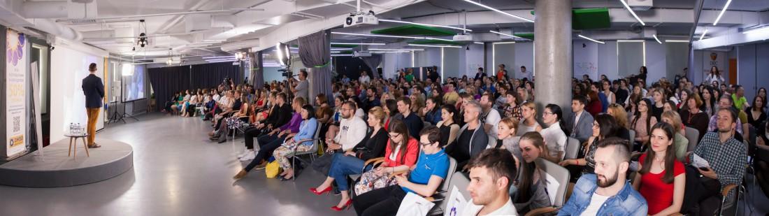 На конференции присутствовали около 350 человек