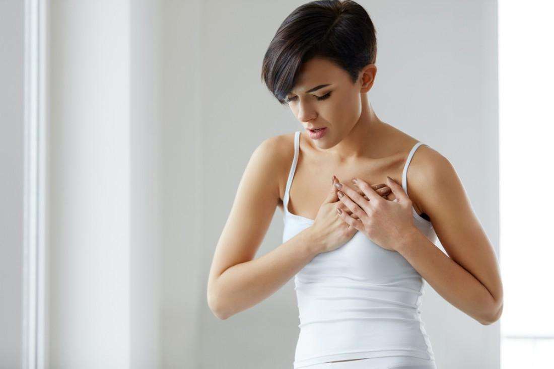 Почему болит грудь у женщины?