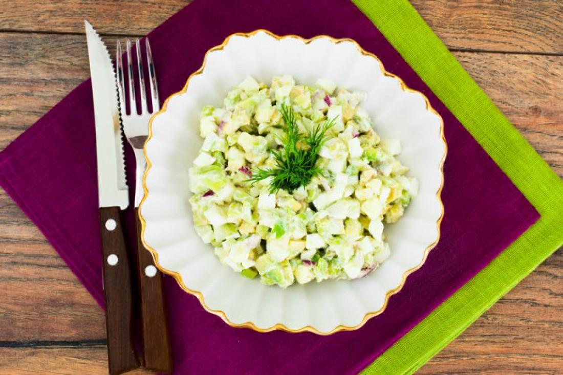 Салат на Пасху: салат из авокадо и яиц