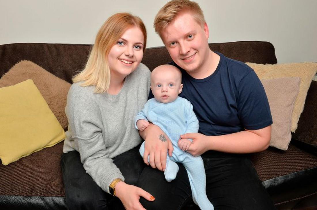 Конни Уиттон с парнем и сыном