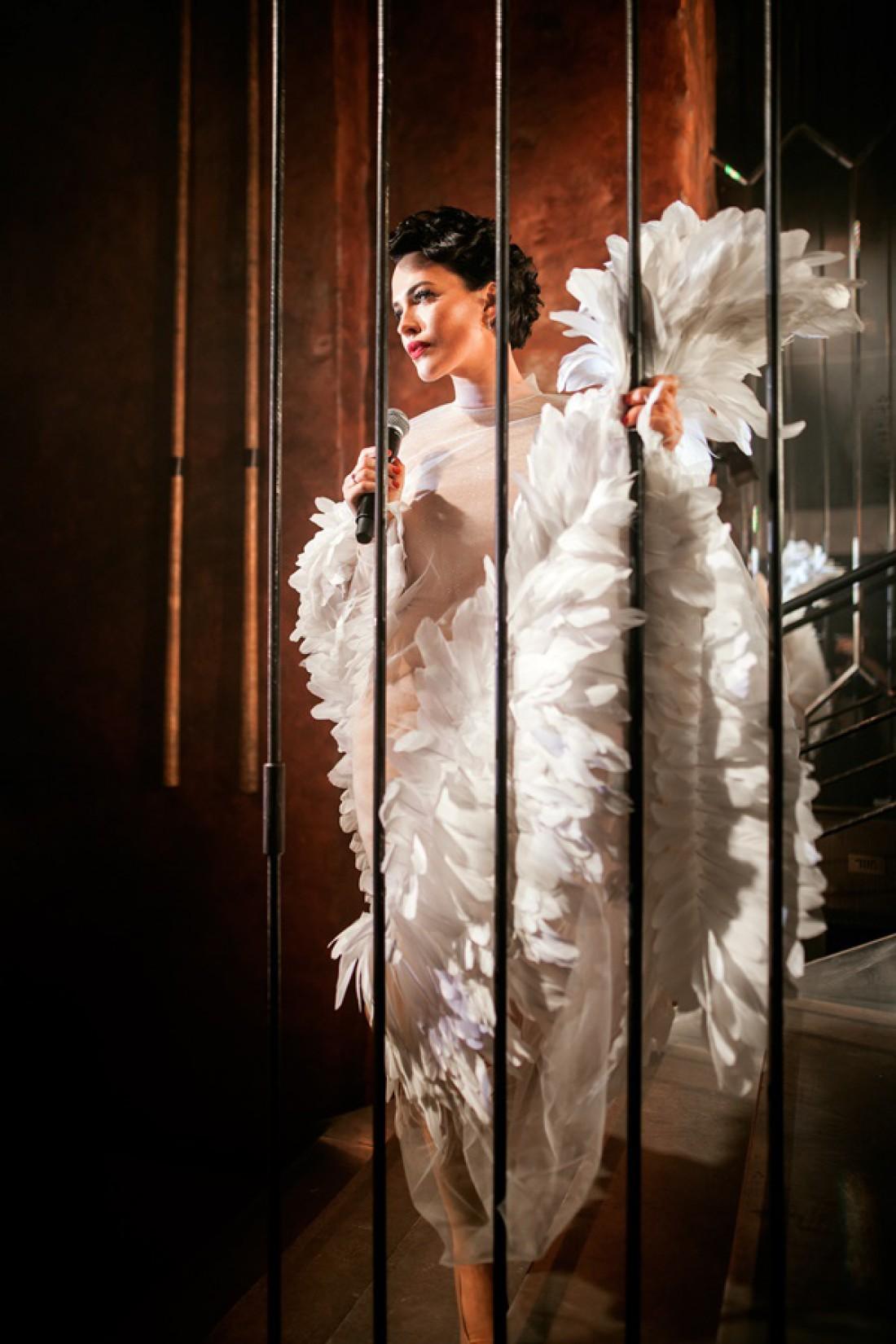 Даша Астафьева в образе белого лебедя