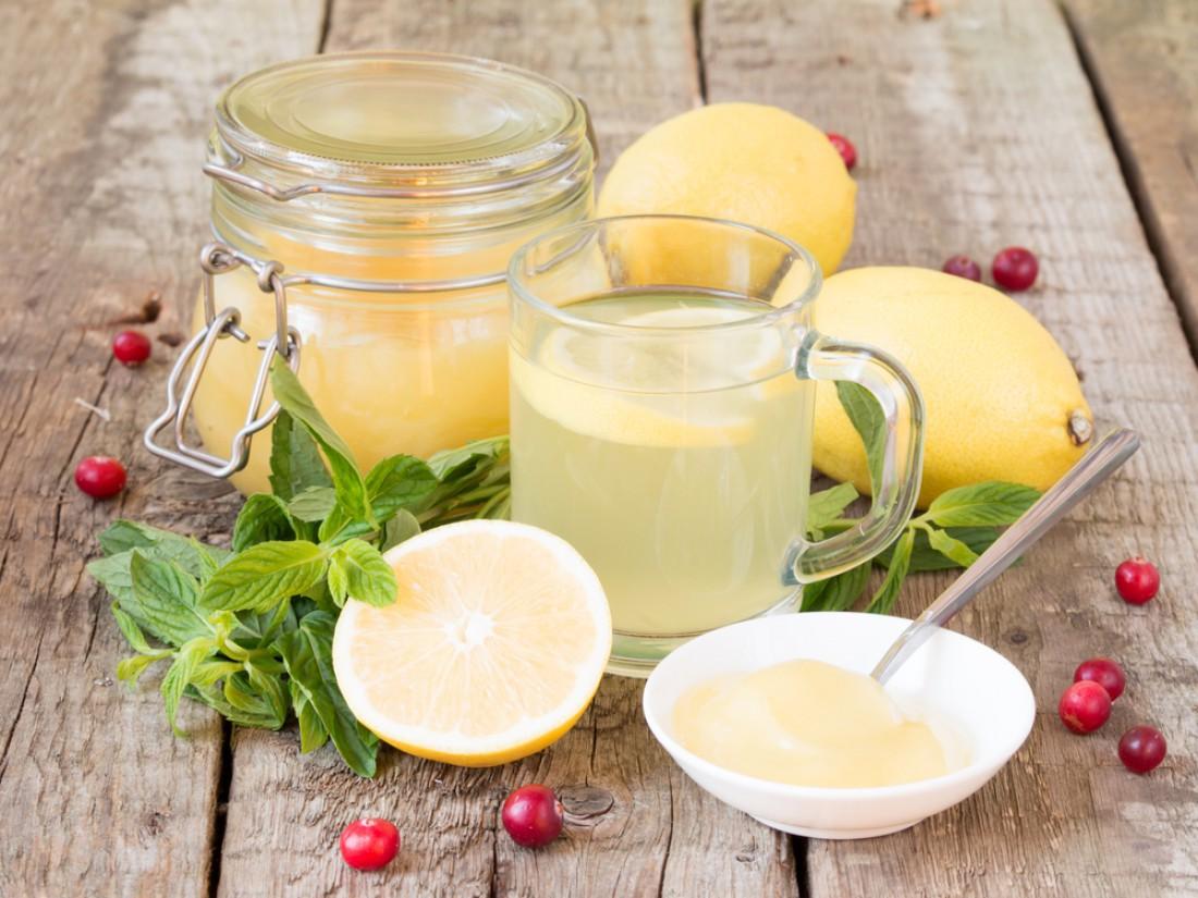 Воду с медом и лимоном желательно пить за полчаса до еды