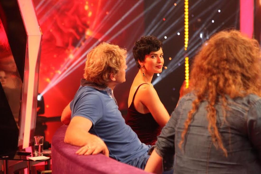 Даша Астафьева на съемках шоу Звезды под гипнозом