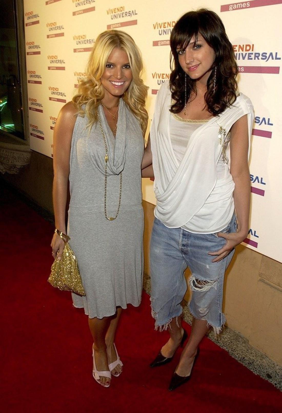 В 2000-х певицы Джессика и Эшли Симпсон часто