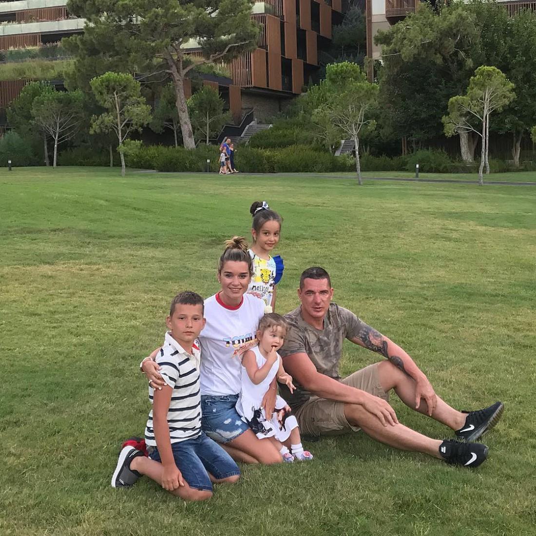 Бородина с мужем и их детьми
