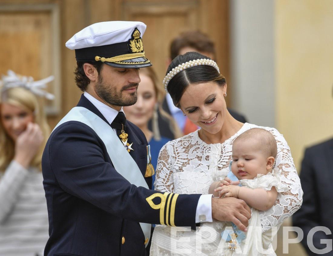 Принц Карл-Филипп и София Хеллквист с маленьким принцем Александром