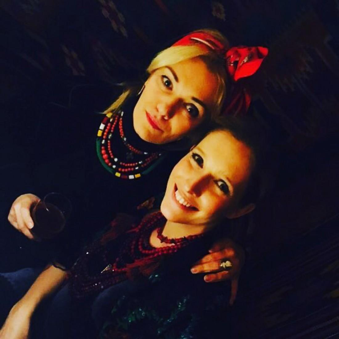 Катя Осадчая со своей подругой Ириной Ковальчук на праздновании Старого Нового года