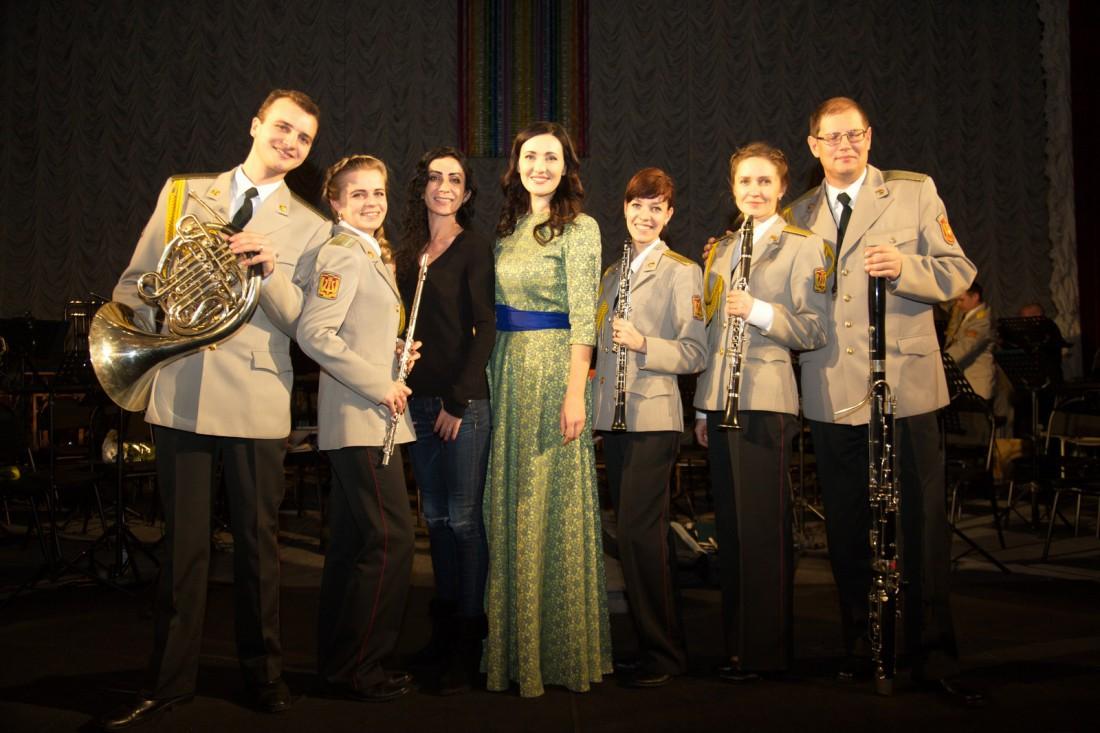 Соломия Витвицкая (посередине)