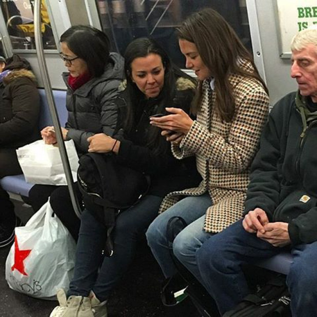 Голливудская актриса в метро