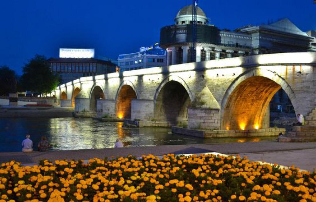 Каменный мост в Скопье соединяет Старый и Новый районы города