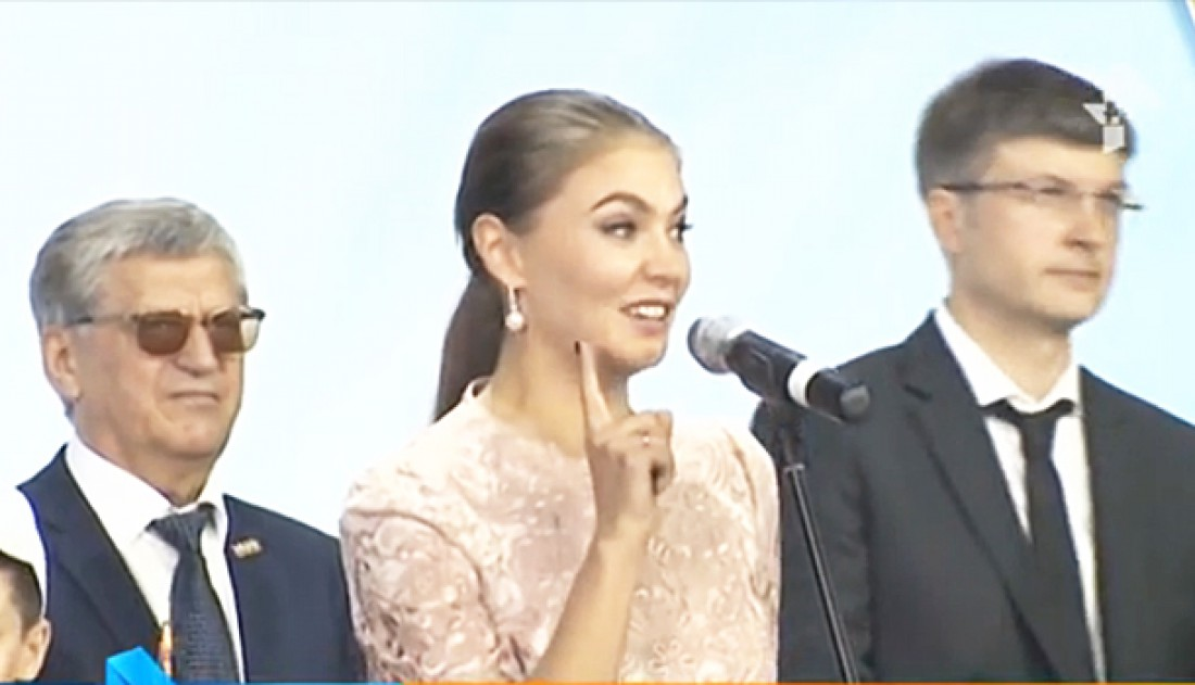 Кабаева показала кольцо