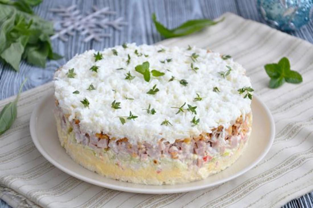 Новогодние салаты 2021: Слоеный салат
