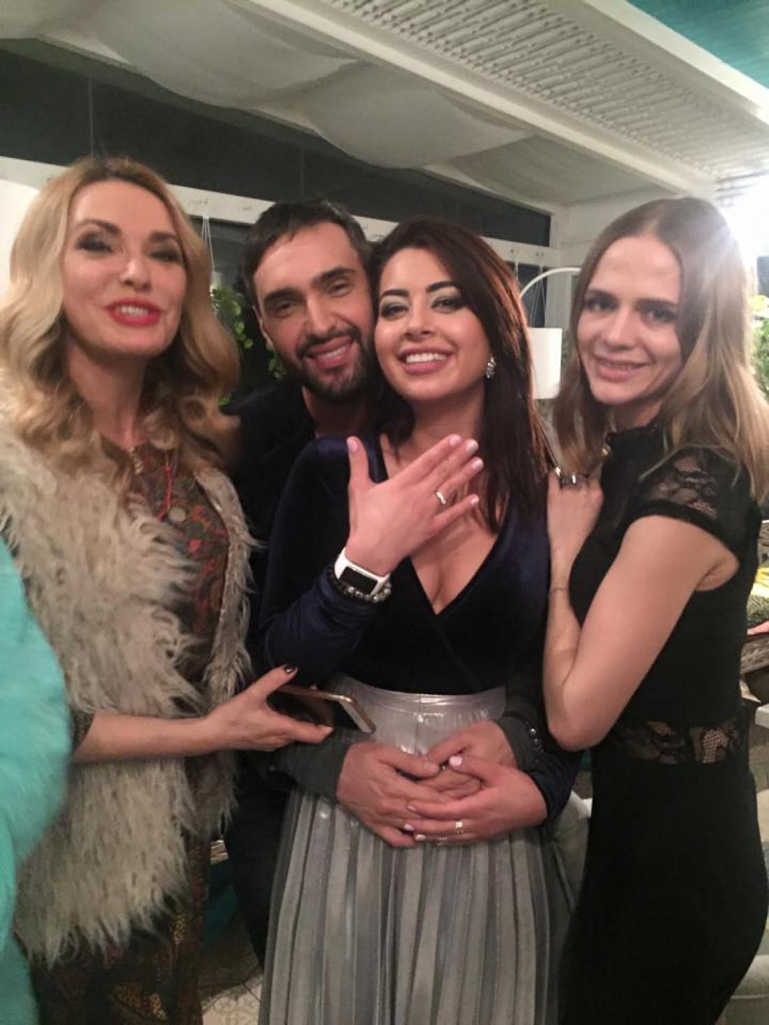 Виталий и Рамина с друзьями