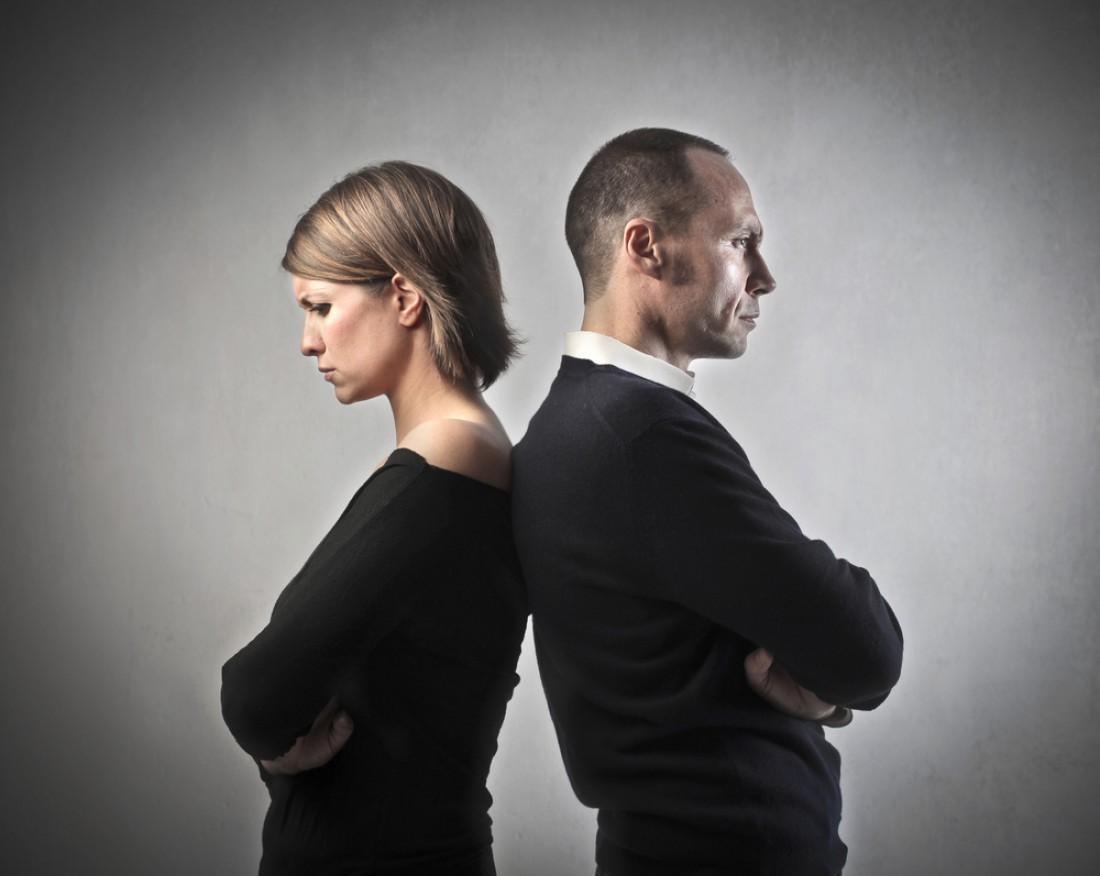 Мужчина тайно развелся с женой и продолжил с ней жить