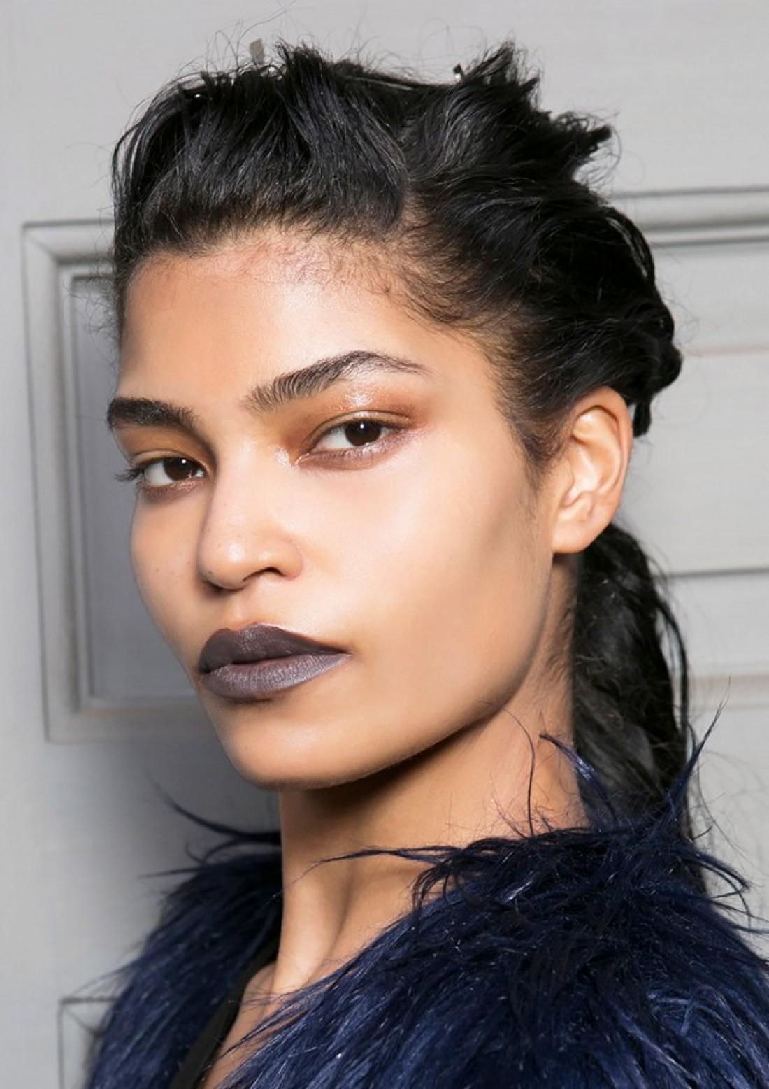 Неожиданный тренд – серые губы