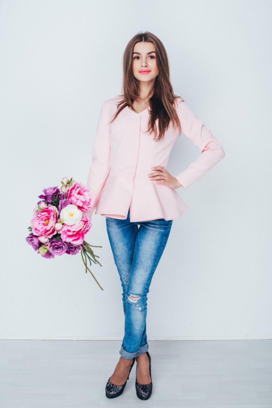 Жакет в розовом цвете точно впишется в твой гардероб