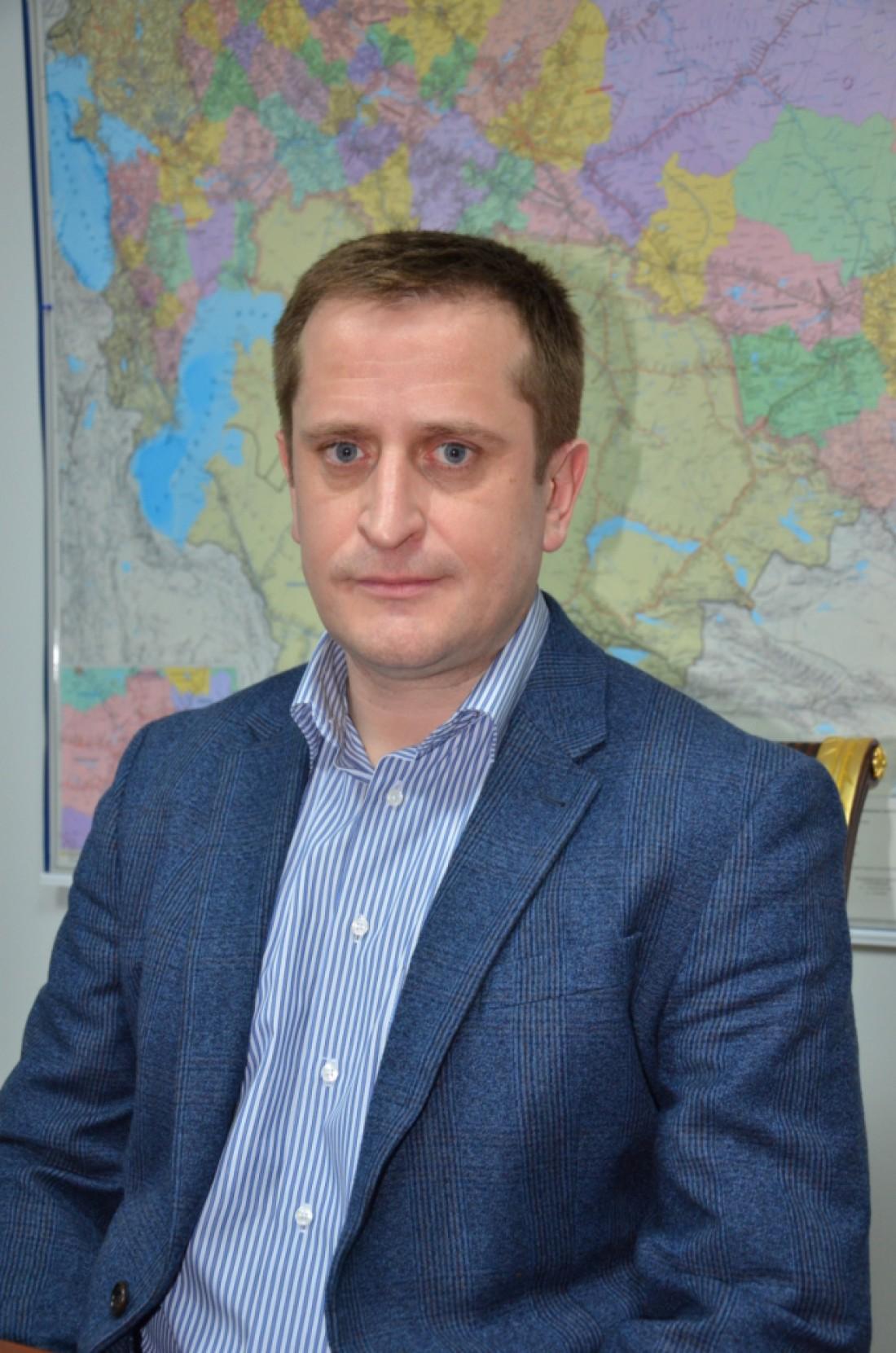 ООО ПЕРВАЯ ЛОГИСТИЧЕСКАЯ КОМПАНИЯ: Директор Олег Бурлаченко