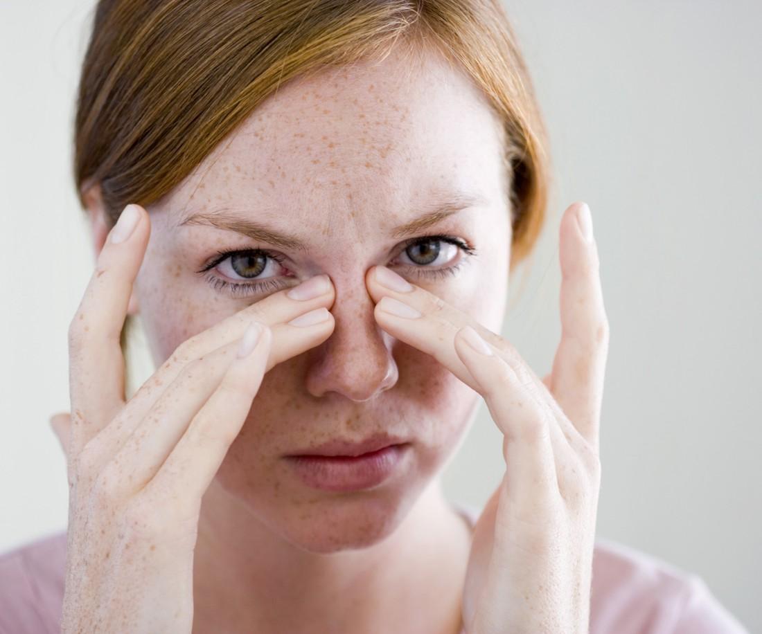 Темные круги под глазами могут быть связаны с усталостью или серьезным заболеванием