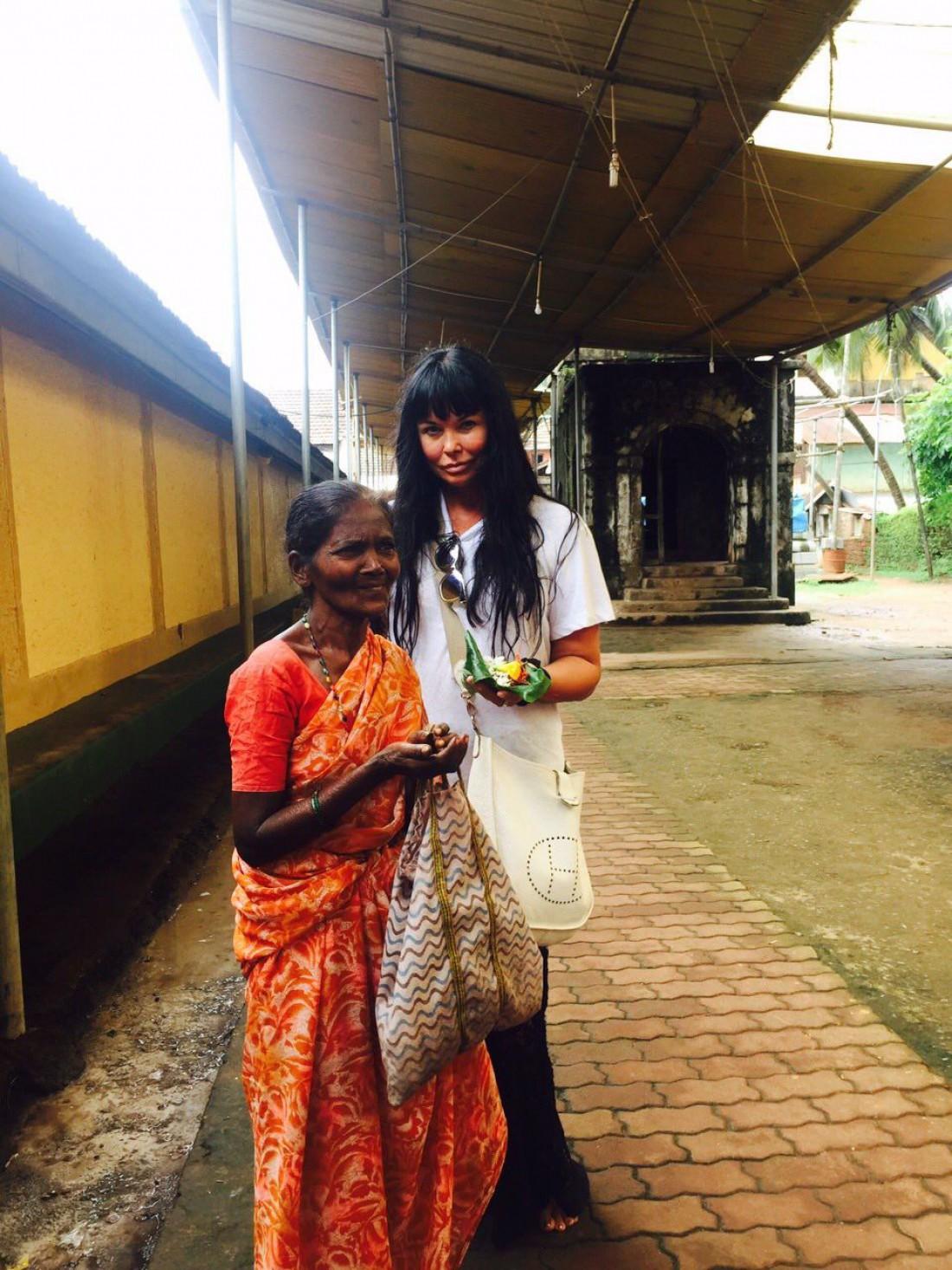 Певица отправилась в Индию