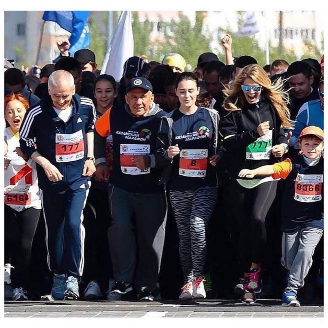 Вера Брежнева (справа) участвовала в марафоне