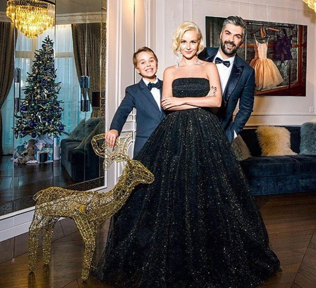 Певица с мужем и сыном