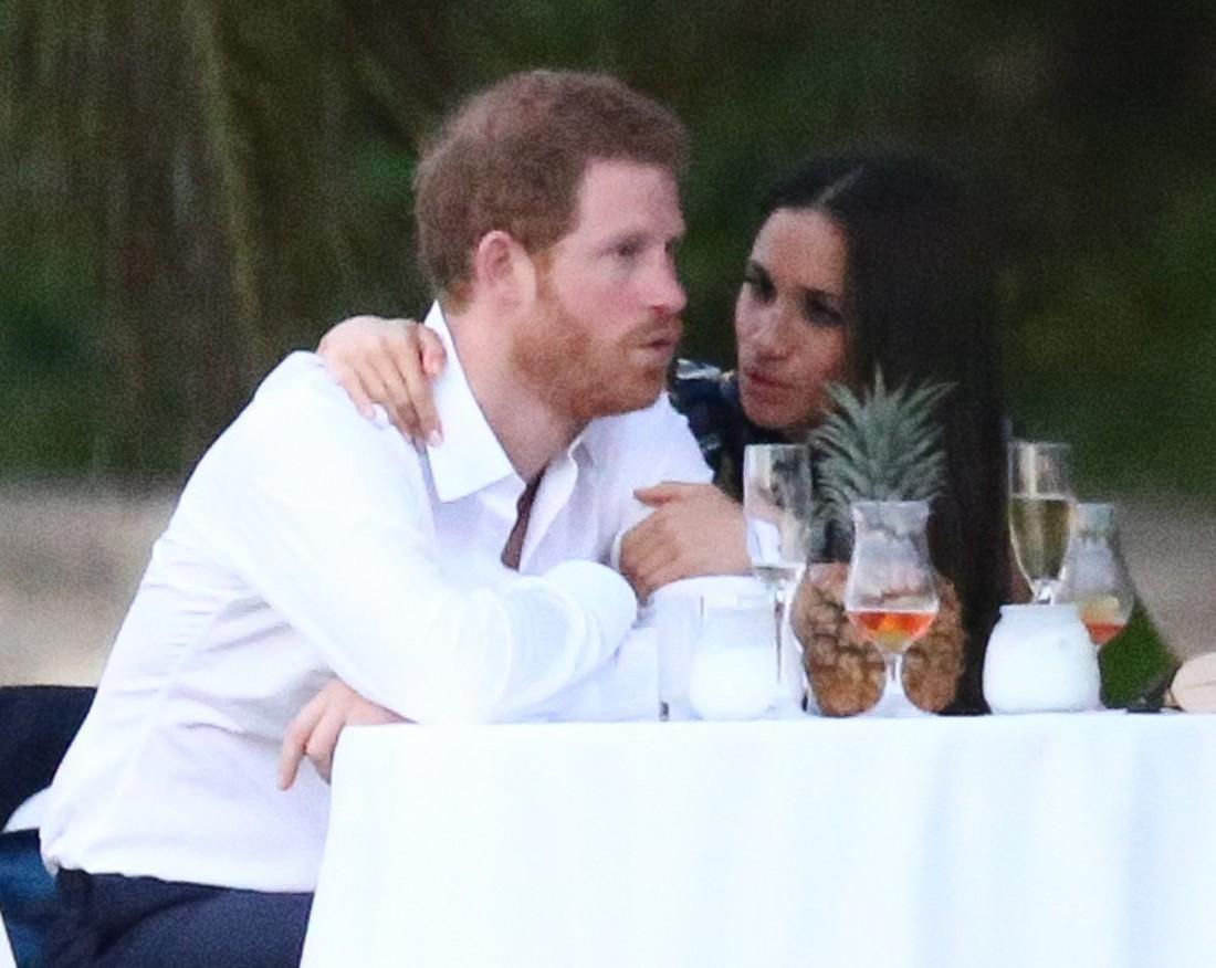 Принц Гарри и Меган Маркл на свадьбе друзей