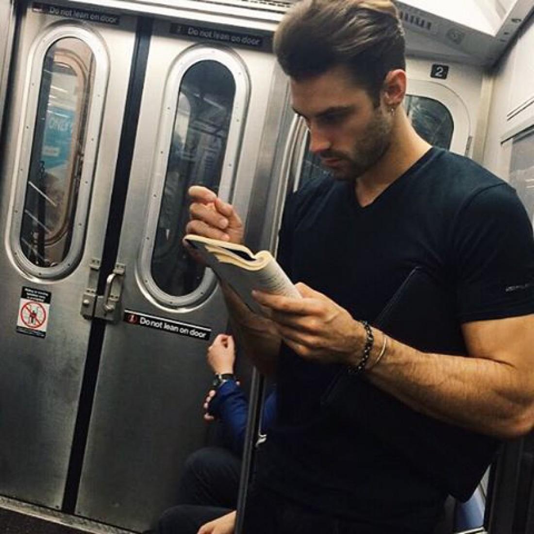 Горячие парни, увлеченные чтением