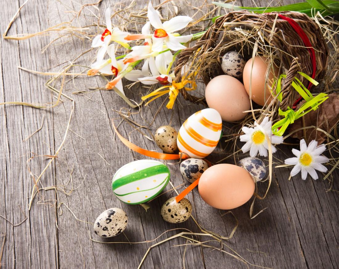 Как красить яйца на Пасху скорлупой грецкого ореха