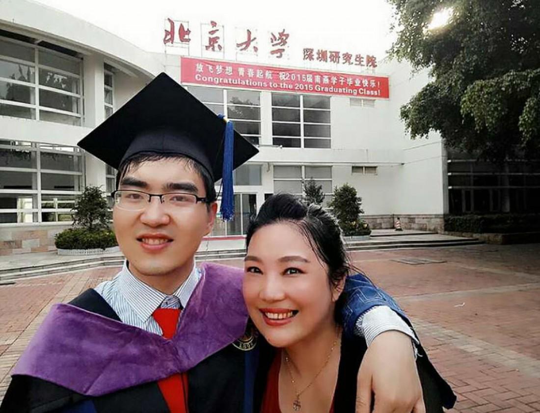 Цзоу и ее сын Дин Дин