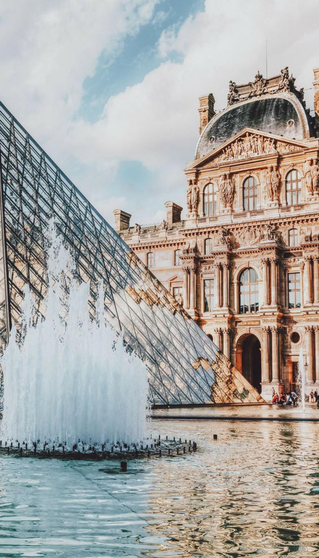 Музей Лувра восхищает своим величием