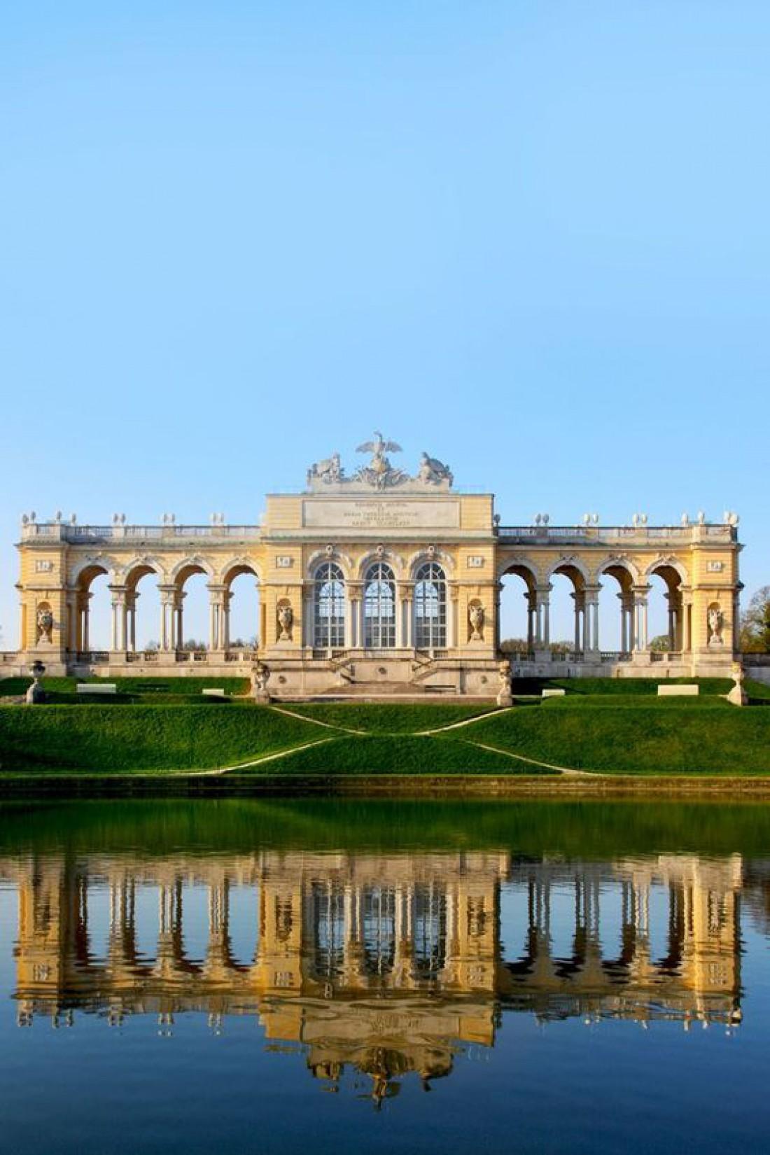 Величественный дворец Шенбрунн