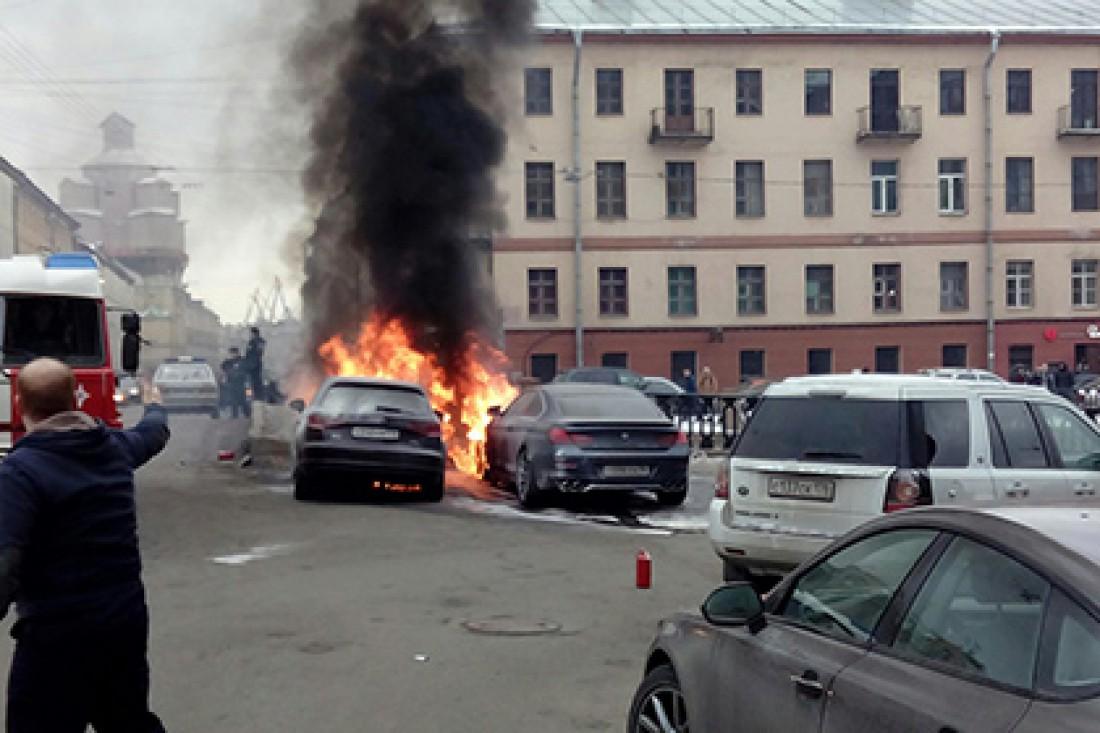 У жены лидера группы Ленинград сгорела машина