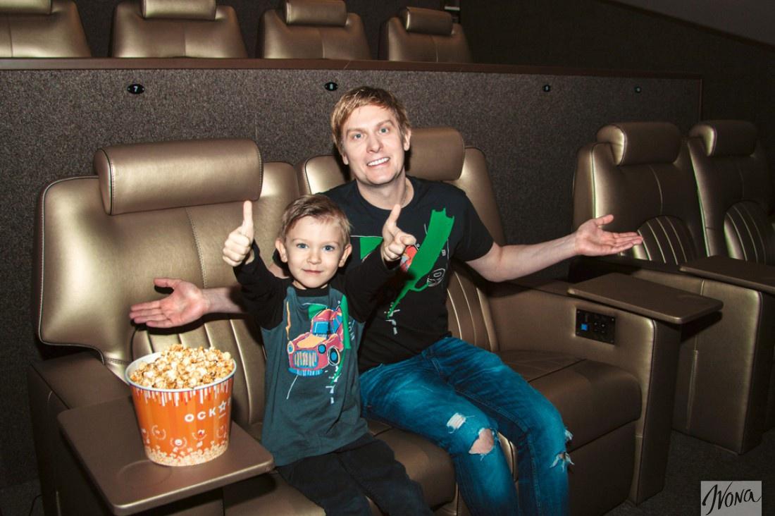 Степан и Петя в VIP-зале кинотеатра Оскар