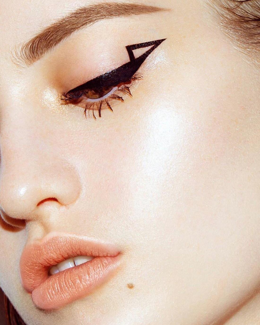 Варианты стрелок в макияже