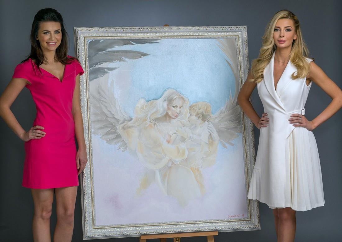 Мисс Украина Вселенная 2015 – Анна Вергельская и художница Лина Кондес (слева)