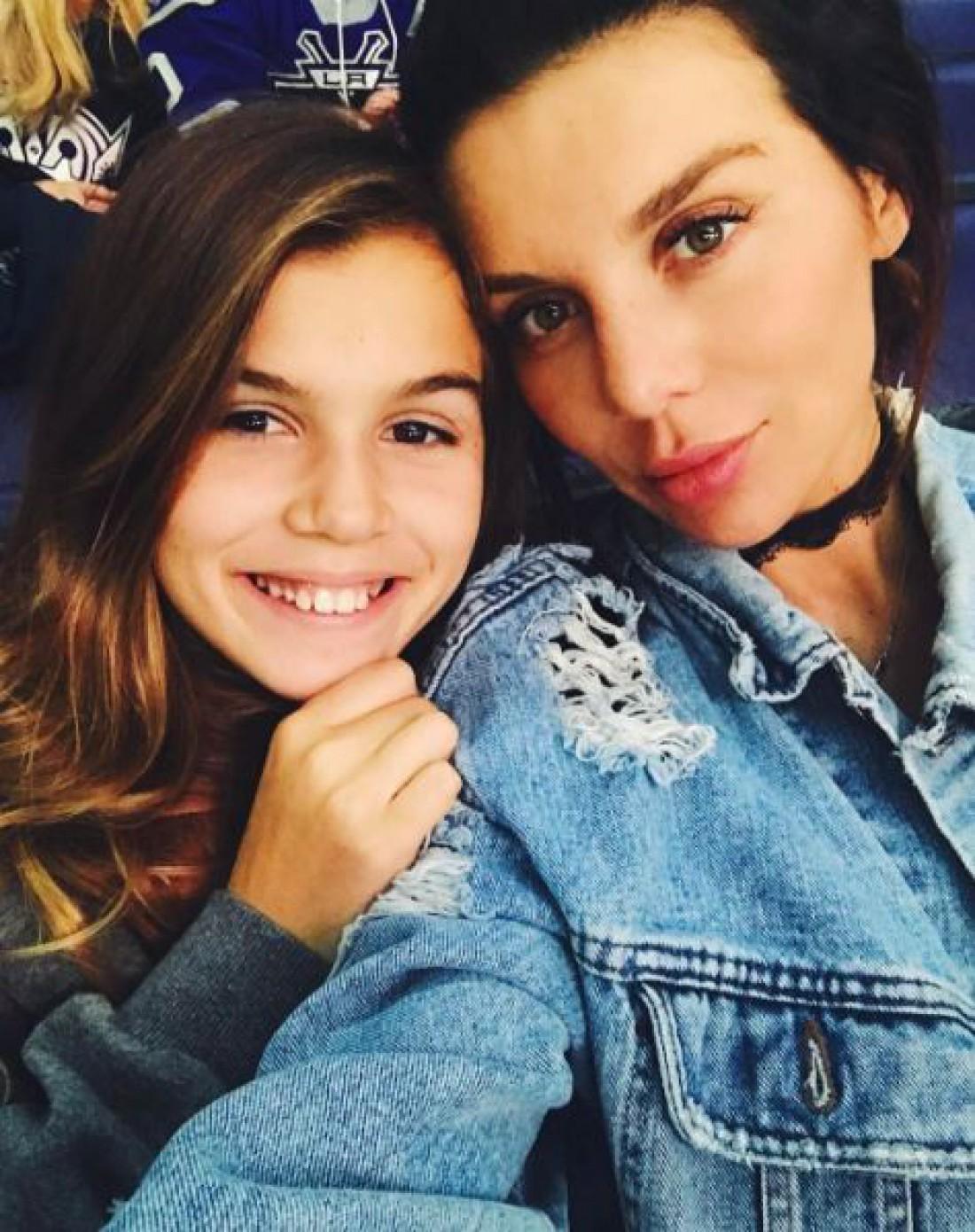 Анна Седокова со старшей дочерью