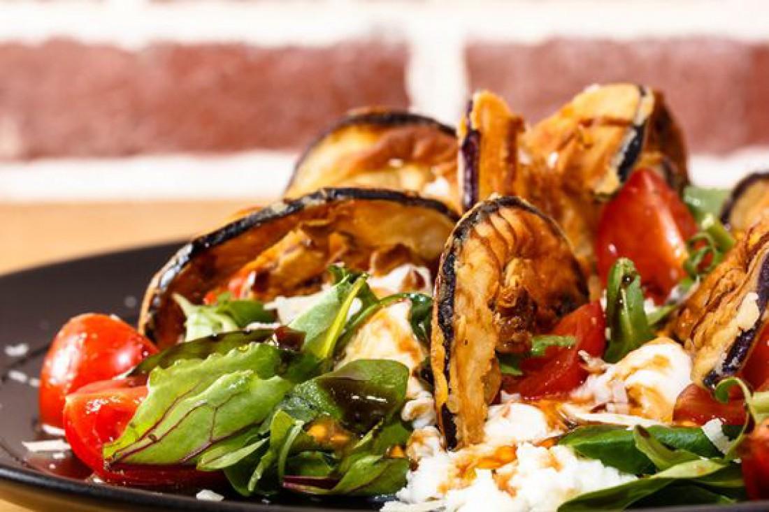 Вкусный салат для романтического ужина - Салат