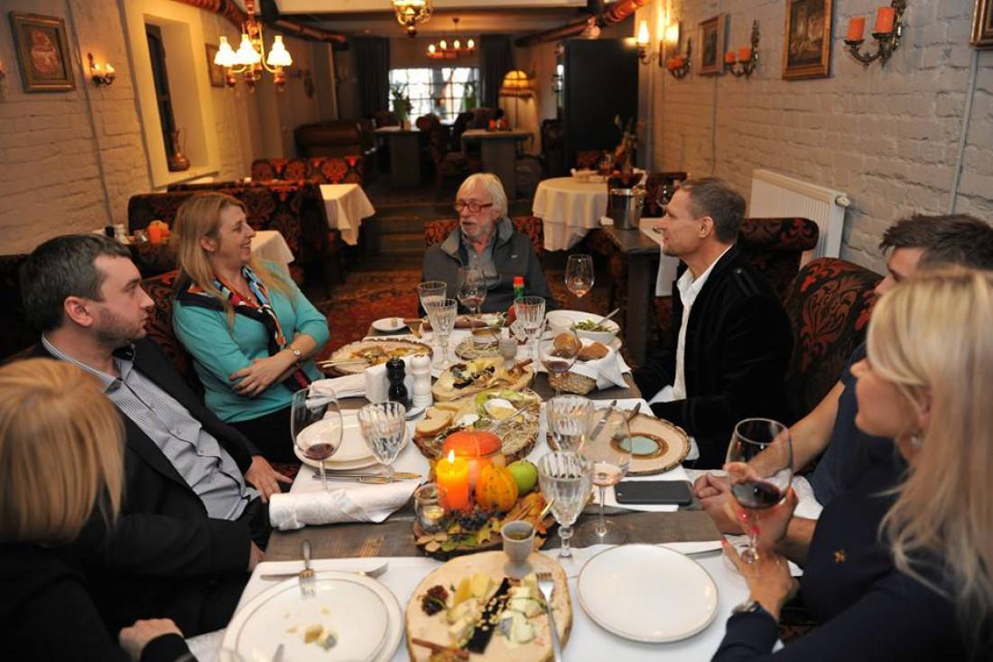 Пьер Ришар в ресторане Канапа