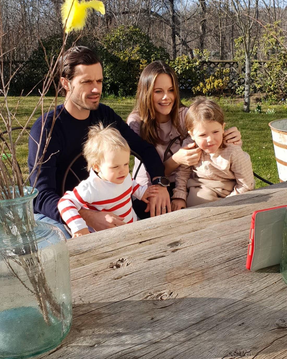 Принц Карл Филипп и принцесса София с сыновьями