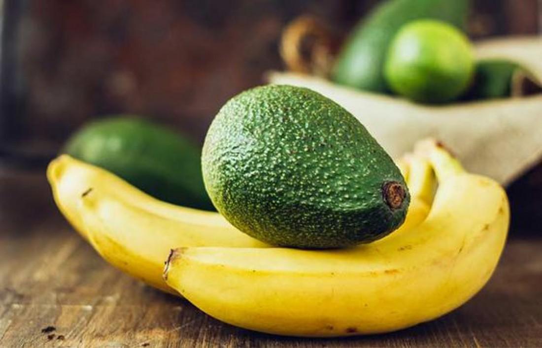 Маска для лица с авокадо, бананом и яйцом